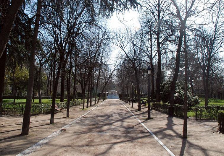огромный Парк Ретиро