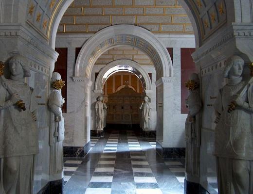 внутри замка-монастыря Escorial