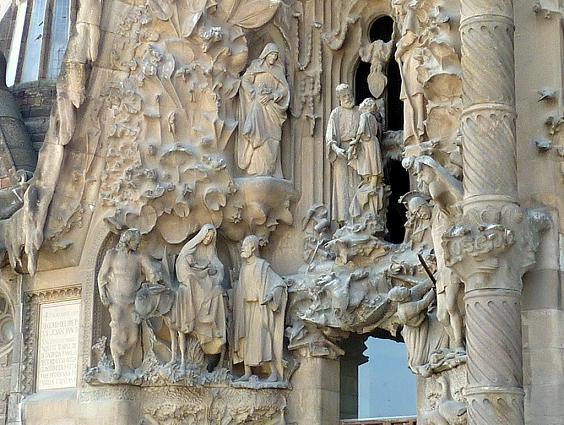 Храм Святого Семейства Барселона стены
