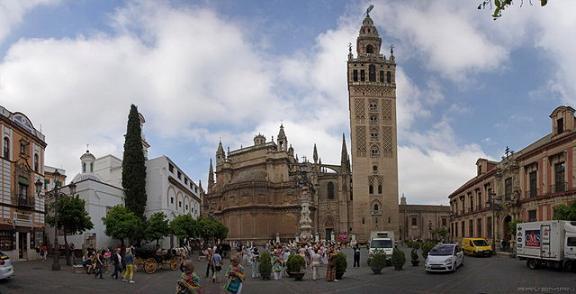 Башня Хиральда в Севилье
