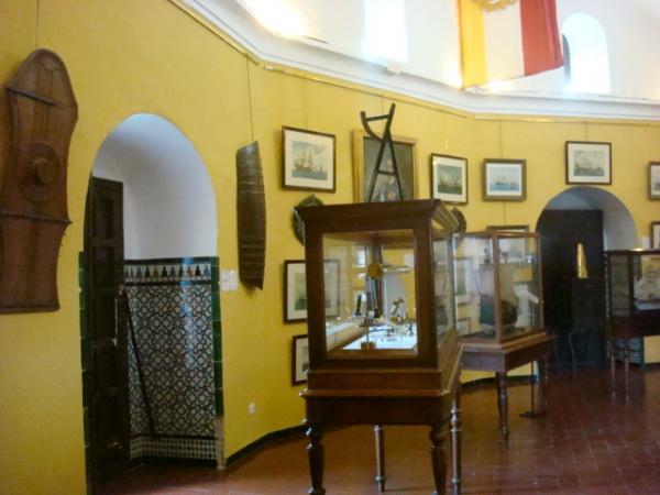 Внутри Torre del Oro