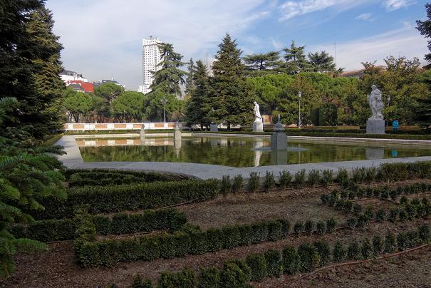 Водоем в садах Саботини