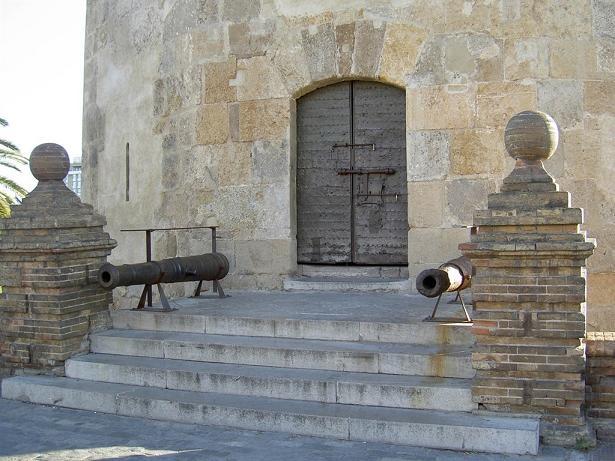 Вход в Торре дель Оро