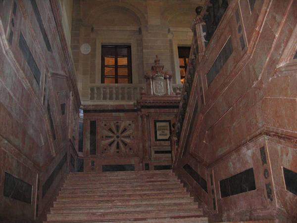 Лестница в архиве Индий