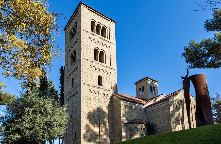 Монастырь в испанской деревне