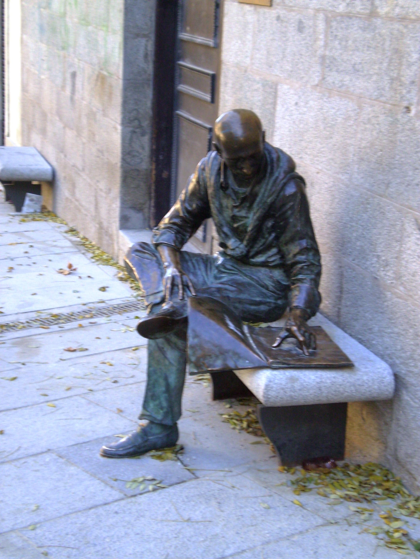 Статуя на Соломенной площади в Мадриде