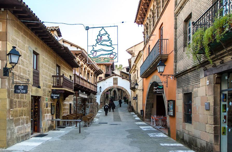 Улица - Испанская деревня
