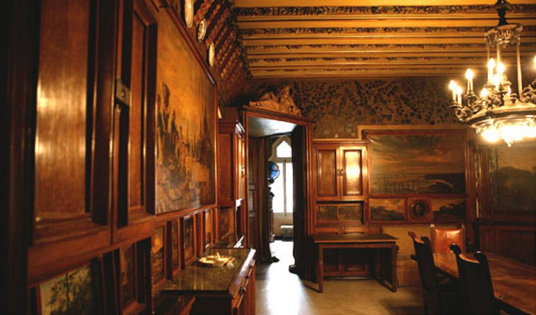 Внутри Дома Висенса