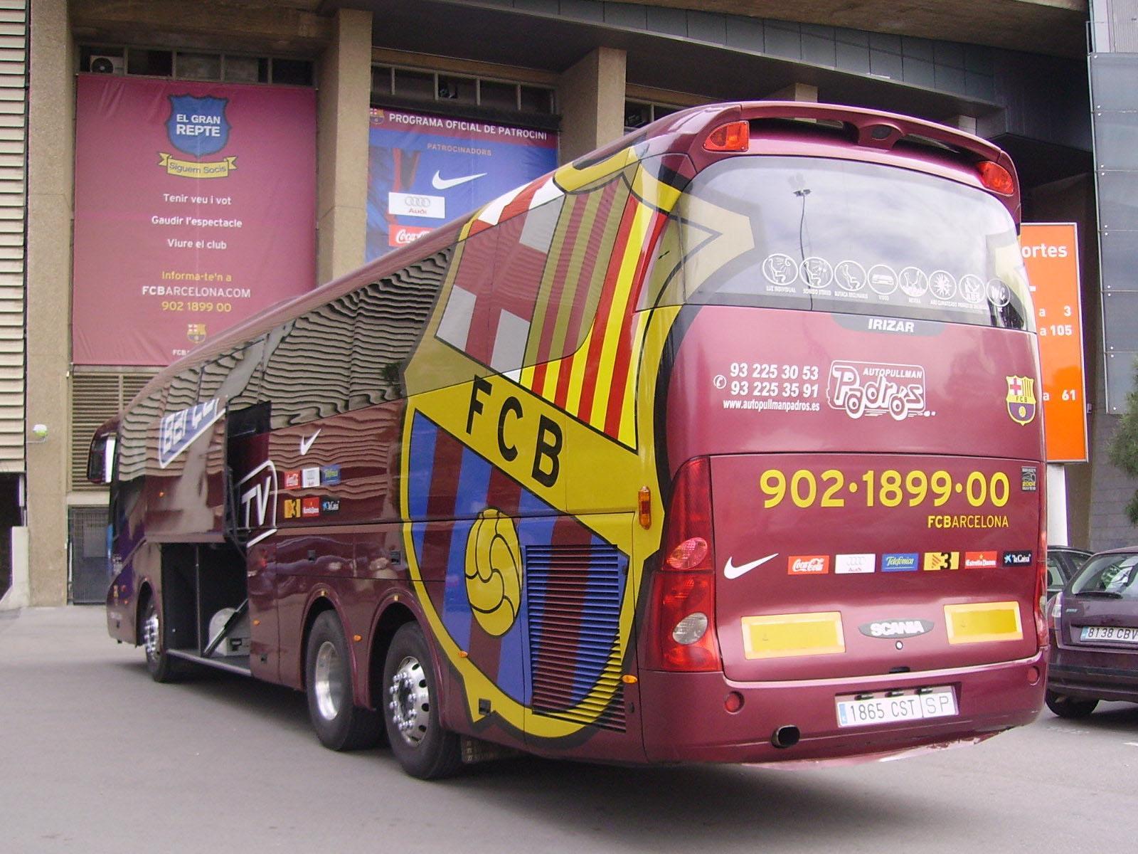Автобус перед Камп Ноу