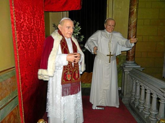 Папа Римский в музее восковых фигур, Барселона