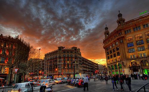 Вечернее фото площади Каталонии