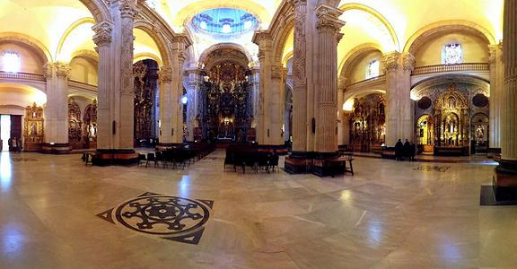 Интерьер храма Сальвадора