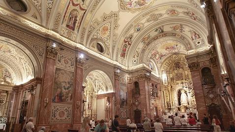 Служба в севильской базилике Макарена
