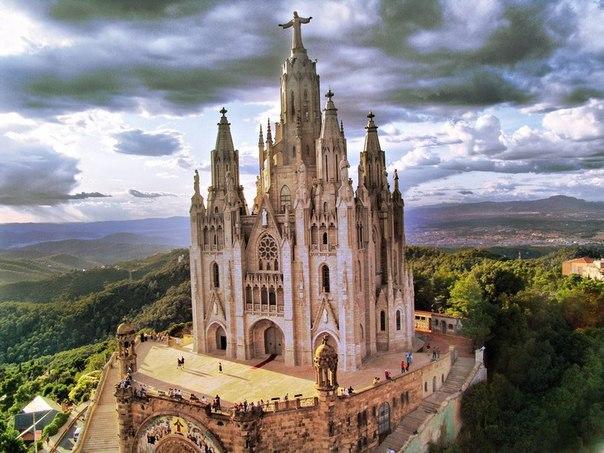 Смотровая площадка в горах Барселоны