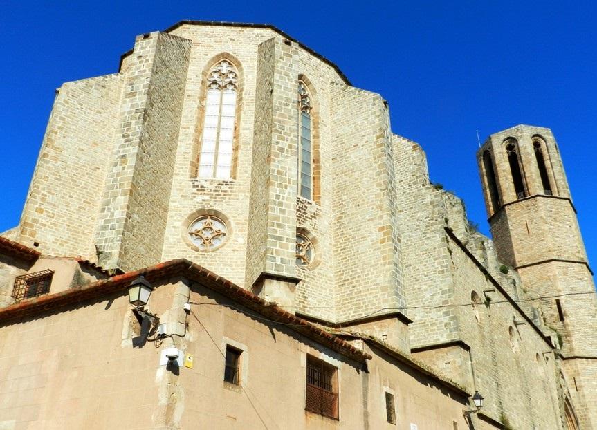 Снаружи монастыря Педральбес