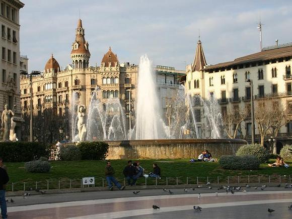 Фонтаны площади Каталонии