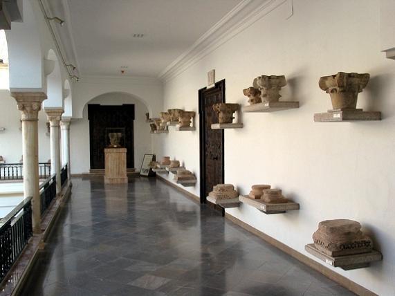 Экспонаты музея археологии