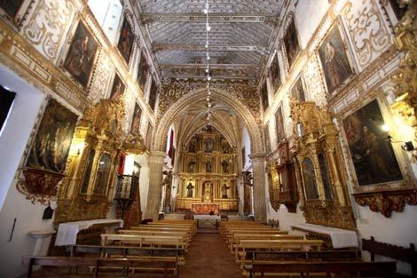 фото интерьера монастыря Санта Клара