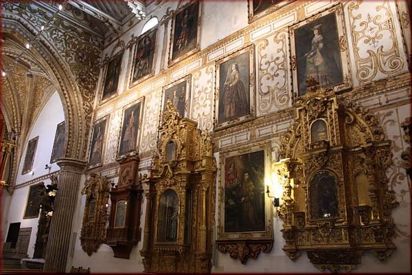 еще одно фото интерьера в монастыре Святой Клары