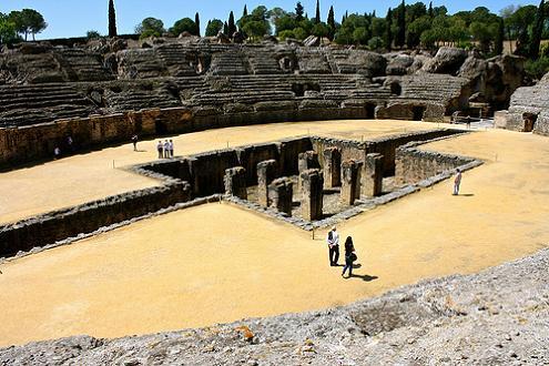 Фото Древнеримского колизея Италики