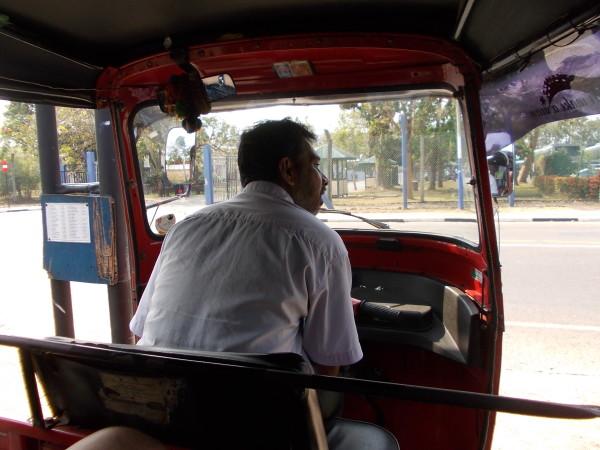 Водитель тук-тука на Шри-Ланке