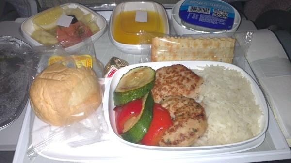 Питание на борту самолета Киев-Дубай (на пути в Шри-Ланку)