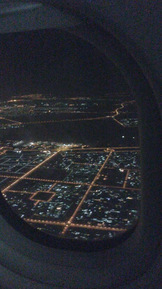 Дубай ночью из иллюминатора самолета