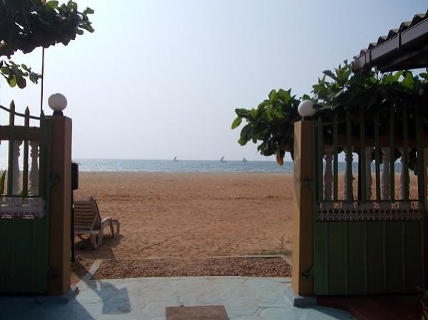 Вид с террасы геста Негомбо на океан