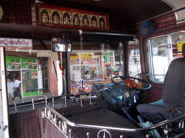 Местные автобусы на Шри-Ланке, фото салона